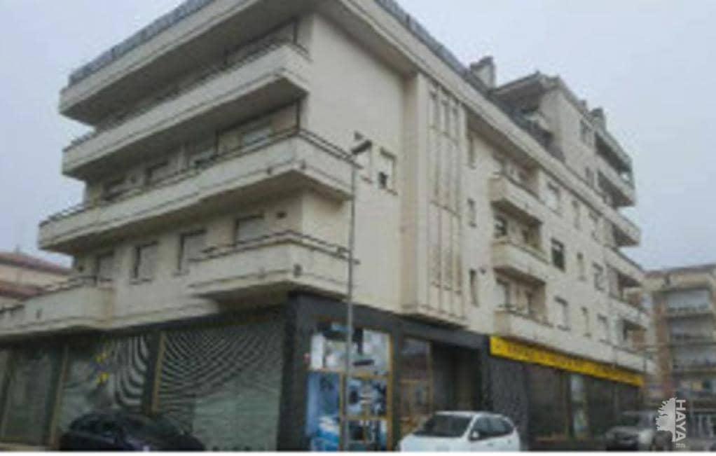 Piso en venta en Olot, Girona, Calle Mestre Moner, 119.000 €, 4 habitaciones, 2 baños, 115 m2