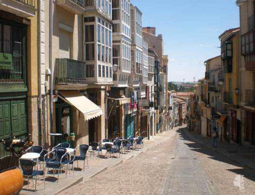 Piso en venta en La Horta, Zamora, Zamora, Calle Balborraz, 54.600 €, 3 habitaciones, 1 baño, 140 m2