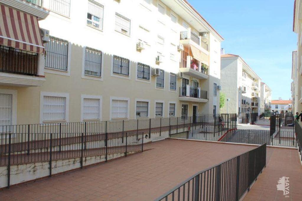 Piso en venta en La Algaba, Sevilla, Calle Julian Bazan Boceta, 108.500 €, 2 habitaciones, 2 baños, 73 m2