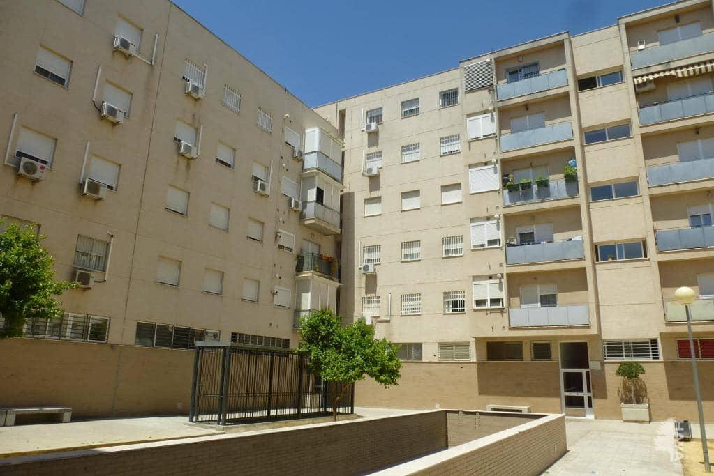 Piso en venta en Distrito Cerro-amate, Sevilla, Sevilla, Calle Santaella, 95.400 €, 3 habitaciones, 2 baños, 132 m2