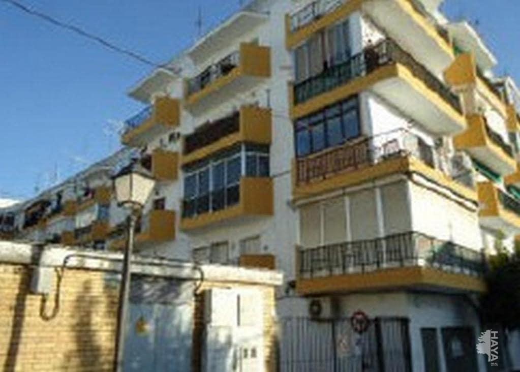 Piso en venta en Castilleja de la Cuesta, Sevilla, Calle Justo Monteseirin Gonzalez, 63.300 €, 3 habitaciones, 1 baño, 77 m2