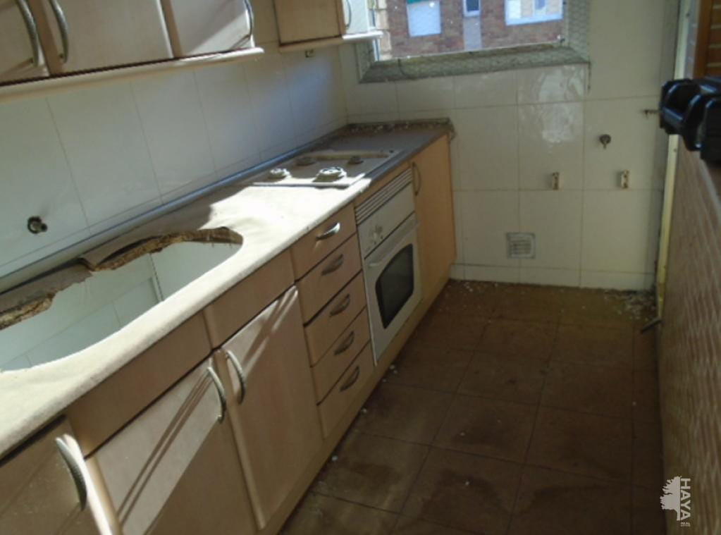 Piso en venta en Sabadell, Barcelona, Calle Valencia, 73.000 €, 3 habitaciones, 1 baño, 64 m2