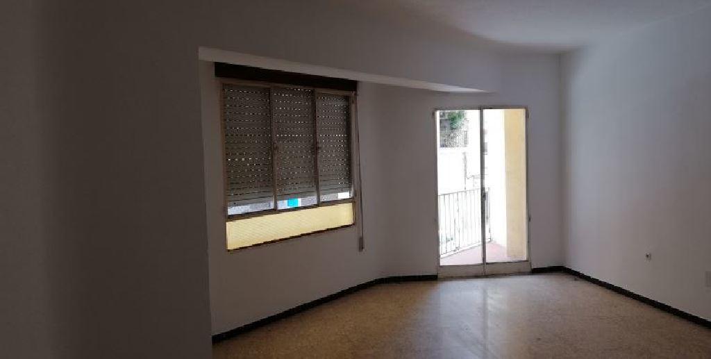 Piso en venta en Benicarló, Castellón, Calle Alcala de Xivert, 84.000 €, 4 habitaciones, 1 baño, 119 m2
