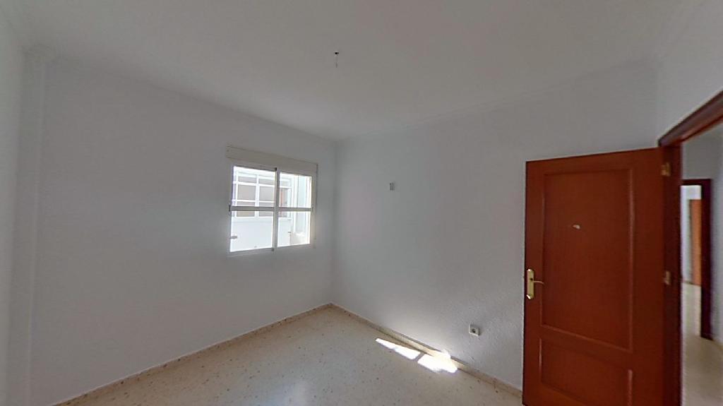 Piso en venta en Isla Cristina, Huelva, Calle Varadero, 90.500 €, 3 habitaciones, 1 baño, 93 m2