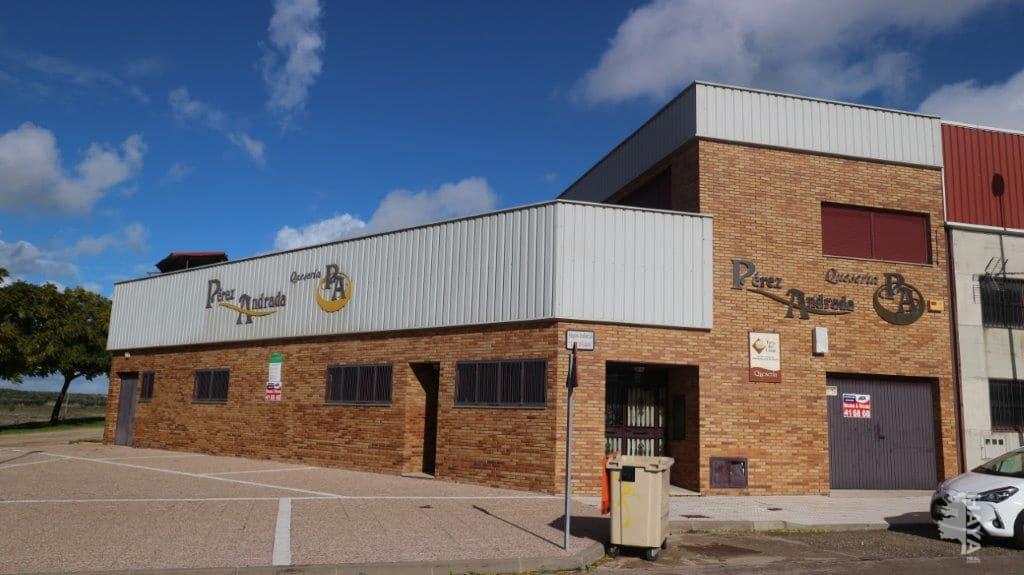 Industrial en venta en Casar de Cáceres, Casar de Cáceres, Cáceres, Calle la Cañada. Carretera Monte de Casar, 113.032 €, 626 m2