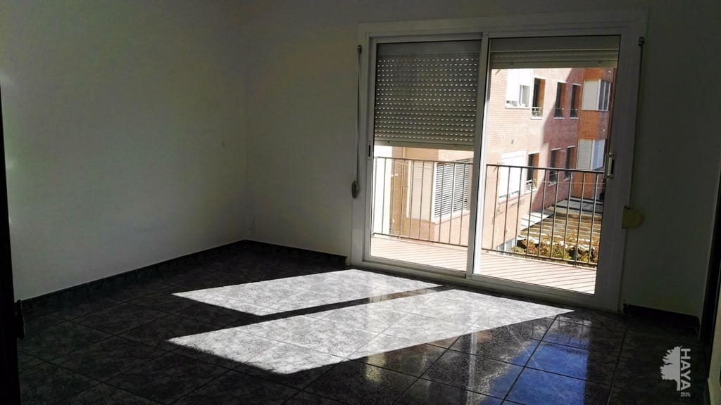 Piso en venta en Reus, Tarragona, Calle Robert de Aguilo, 110.000 €, 4 habitaciones, 1 baño, 107 m2