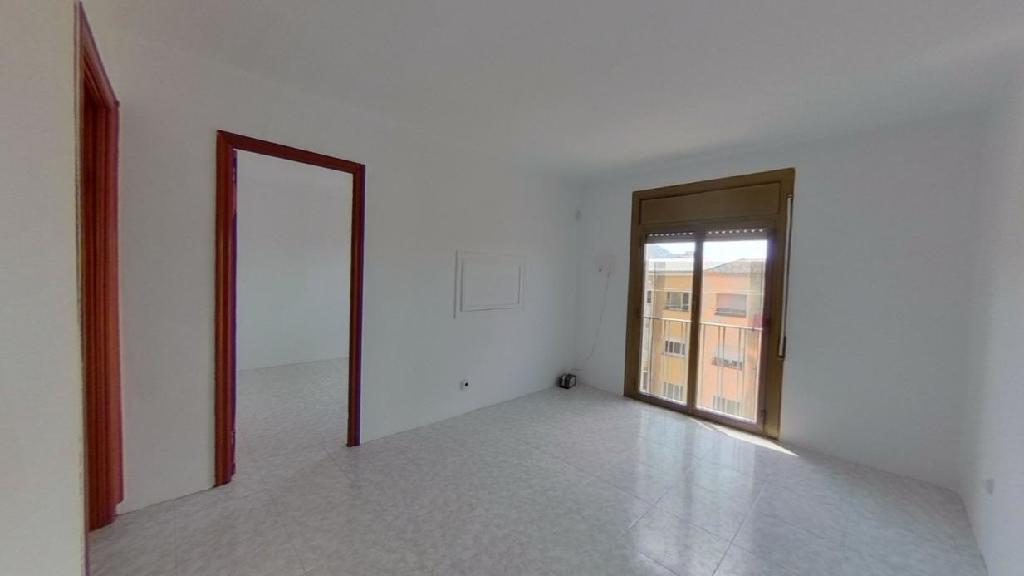 Piso en venta en Ripollet, Barcelona, Calle Rambla Sant Jordi, 117.000 €, 3 habitaciones, 1 baño, 70 m2