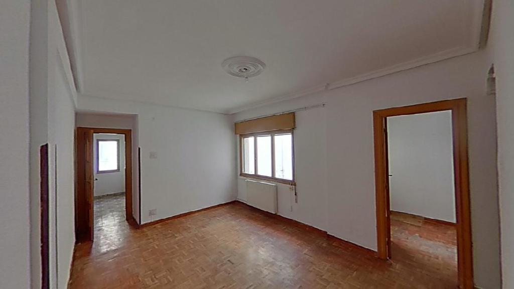 Piso en venta en Las Campas Y San Claudio, Oviedo, Asturias, Calle los Pilares, 61.000 €, 3 habitaciones, 1 baño, 73 m2