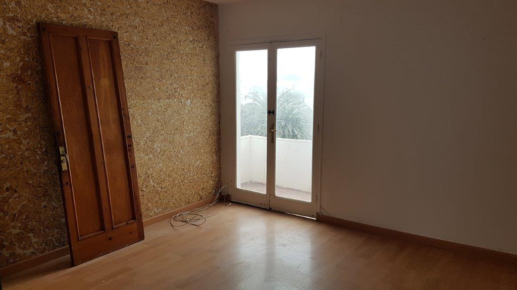Piso en venta en Ciutadella de Menorca, Baleares, Avenida del Capitán Negrete, 81.000 €, 3 habitaciones, 1 baño, 71 m2