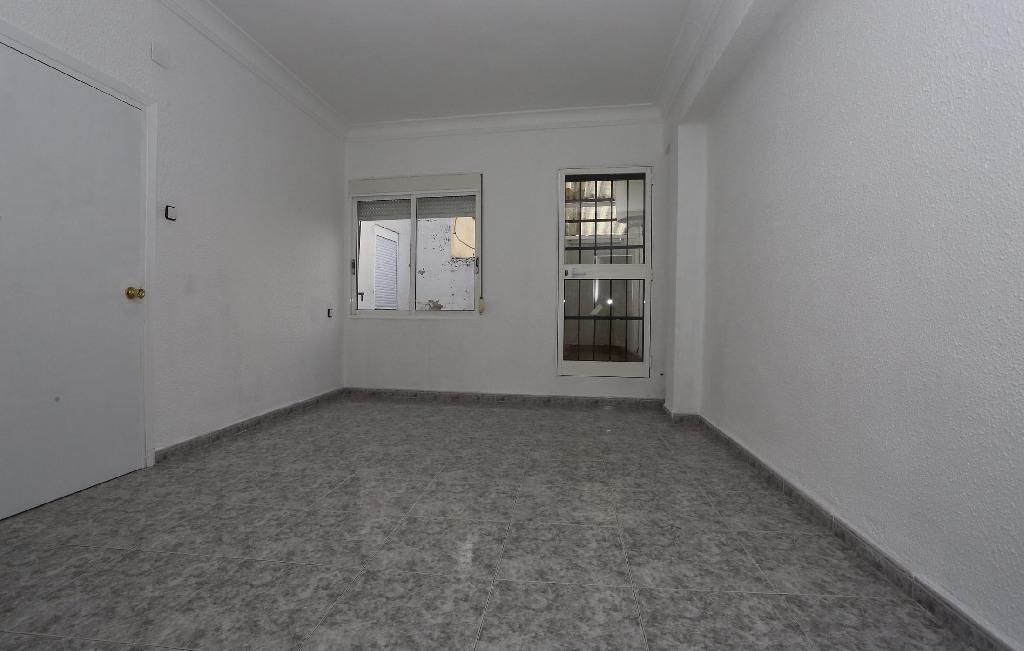 Piso en venta en Quatre Carreres, Valencia, Valencia, Calle San Juan Bosco, 68.500 €, 3 habitaciones, 1 baño, 82 m2