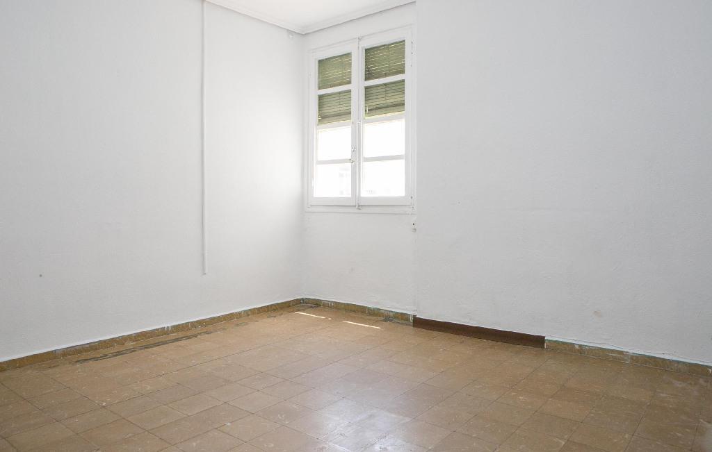 Piso en venta en Jesús, Valencia, Valencia, Calle Reverendo Jose Noguera, 70.500 €, 3 habitaciones, 1 baño, 67 m2