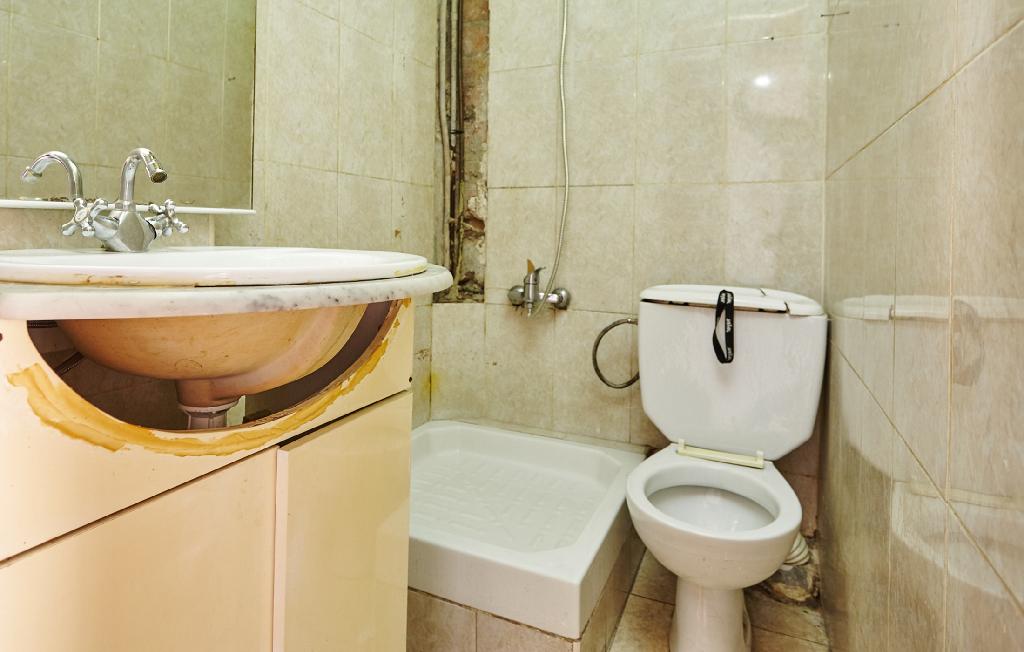 Piso en venta en Piso en Badalona, Barcelona, 63.000 €, 2 habitaciones, 1 baño, 47 m2