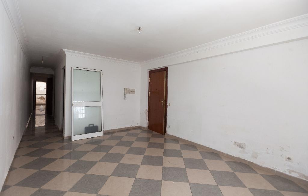Piso en venta en Sevilla, Sevilla, Calle Carlos Martel, 26.000 €, 3 habitaciones, 1 baño, 75 m2