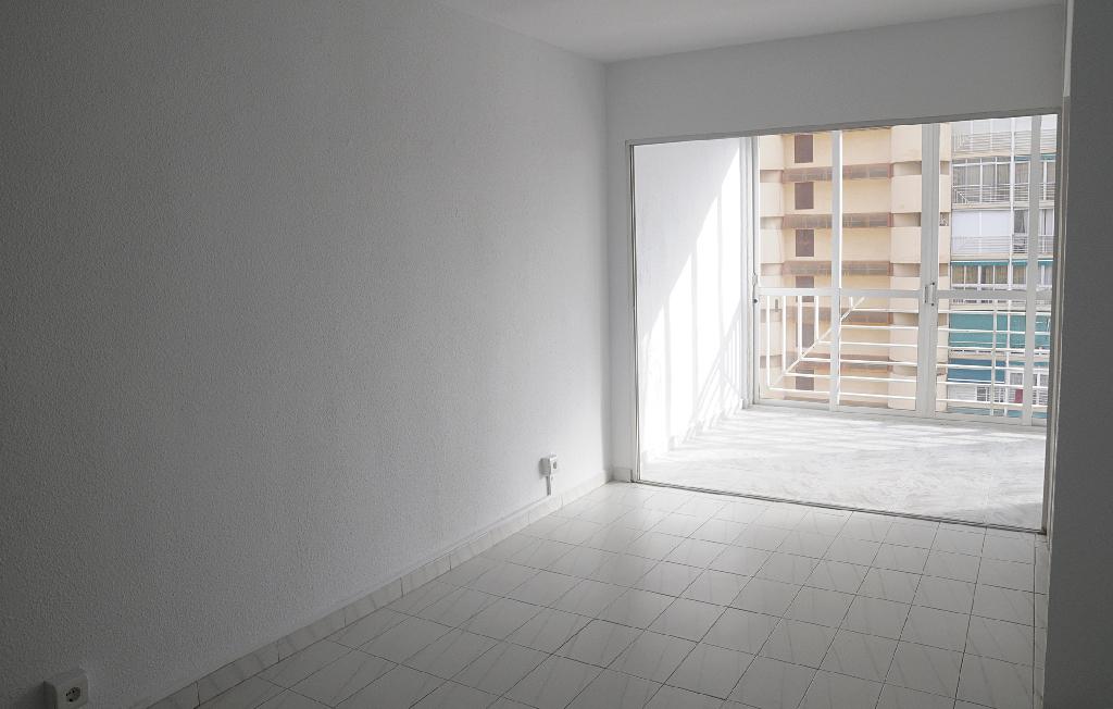Piso en venta en Benidorm, Alicante, Avenida Portugal, 30.000 €, 1 habitación, 1 baño, 51 m2