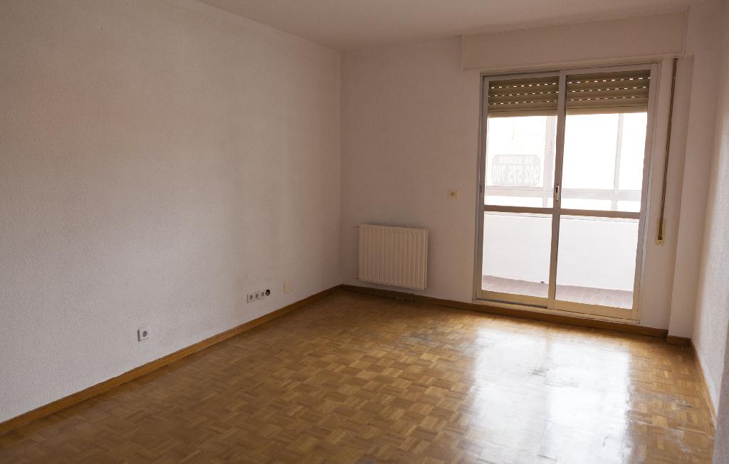 Piso en venta en Belorado, Burgos, Plaza de la Constitucion, 35.000 €, 3 habitaciones, 2 baños, 82 m2