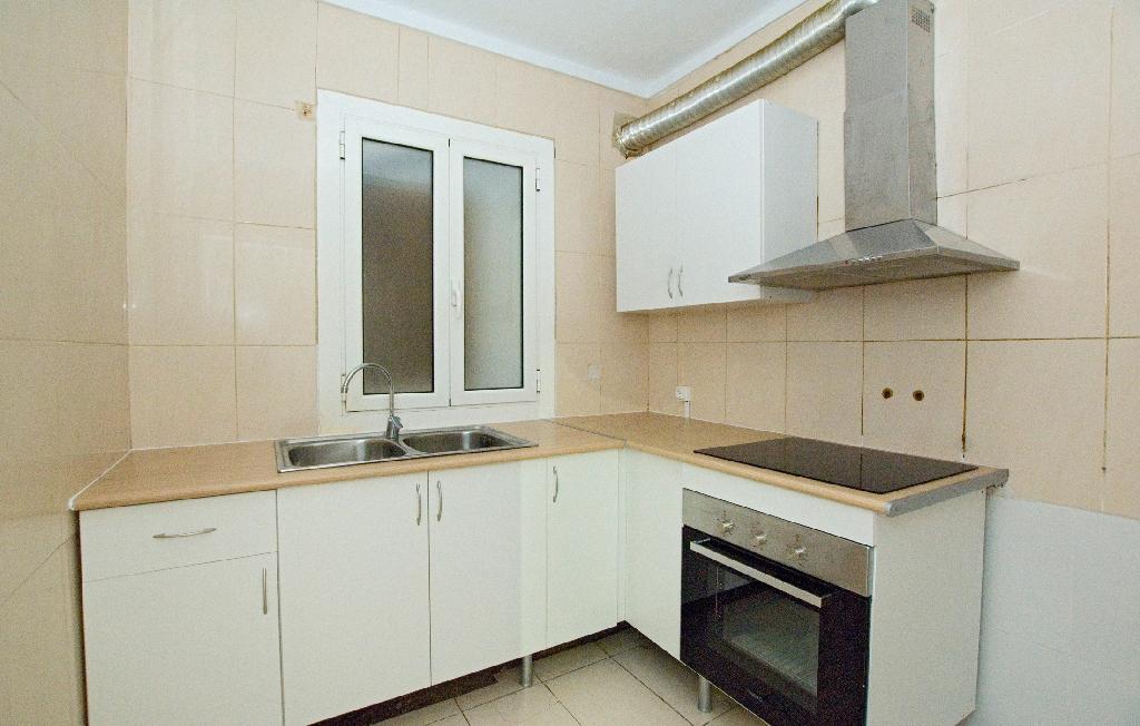 Piso en venta en Vic, Barcelona, Plaza Dels Sants Martirs, 105.000 €, 4 habitaciones, 1 baño, 107 m2