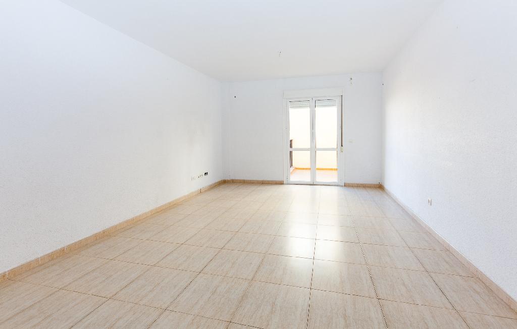 Piso en venta en Vera, Almería, Calle Vulcano, 63.000 €, 4 habitaciones, 2 baños, 118 m2