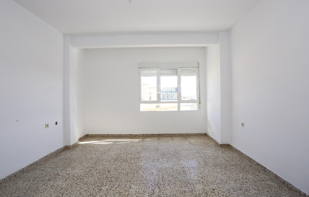 Piso en venta en Caudete, Albacete, Avenida Villena, 30.211 €, 4 habitaciones, 1 baño, 113 m2