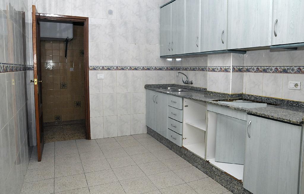 Piso en venta en Piso en Callosa de Segura, Alicante, 56.500 €, 4 habitaciones, 1 baño, 106 m2