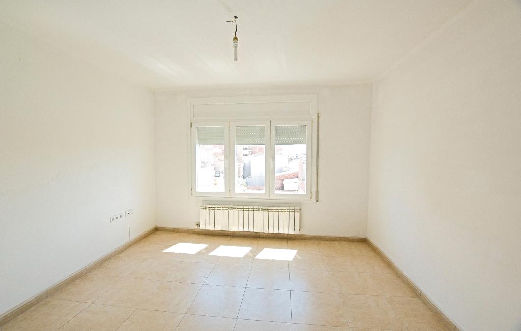 Piso en venta en Igualada, Barcelona, Calle Sant Josep, 58.000 €, 4 habitaciones, 2 baños, 86 m2