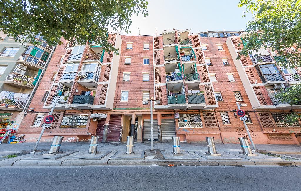 Piso en venta en Badalona, Barcelona, Calle Circunvalacion, 98.000 €, 3 habitaciones, 2 baños, 77 m2