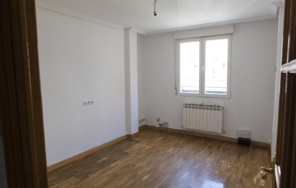 Piso en venta en Miranda de Ebro, Burgos, Calle Fernan Gonzalez, 50.000 €, 3 habitaciones, 1 baño, 80 m2