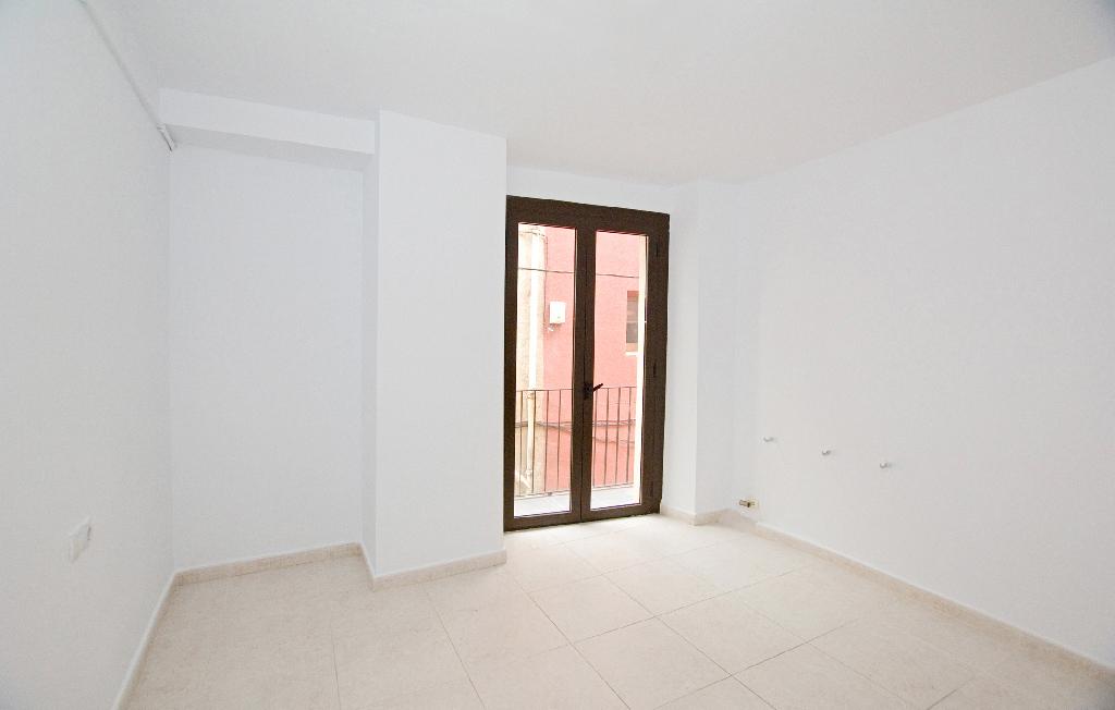 Piso en venta en Berga, Barcelona, Calle Alpens, 31.500 €, 2 habitaciones, 1 baño, 71 m2