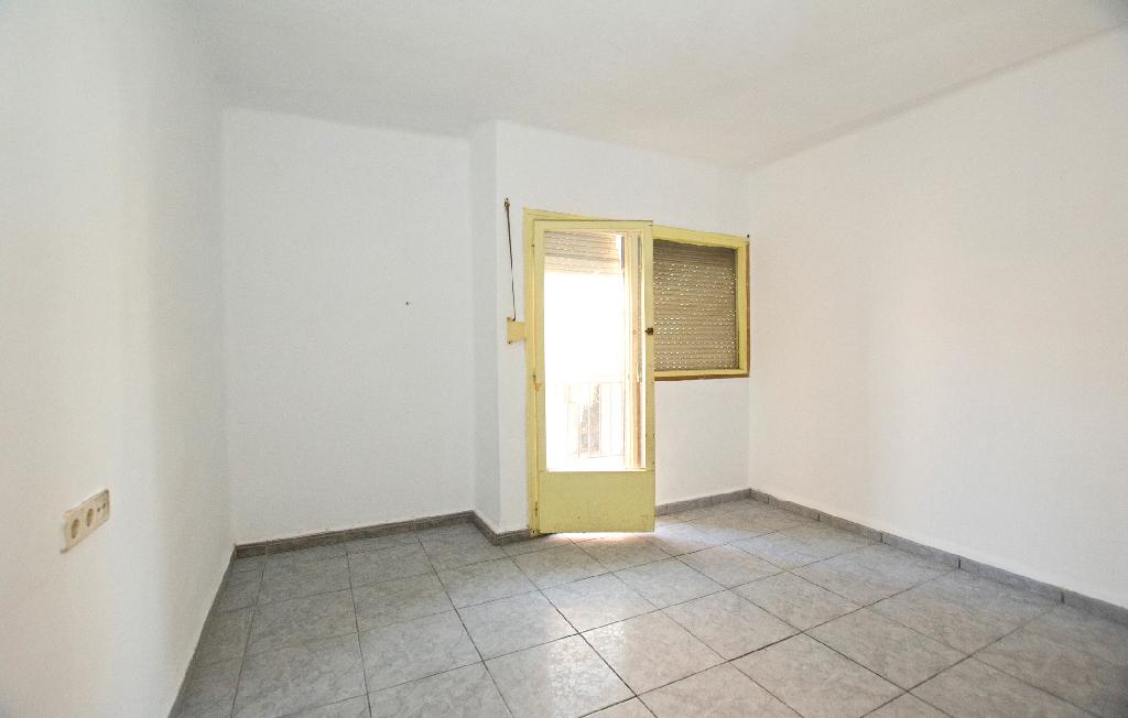 Piso en venta en Manlleu, Barcelona, Calle Bellfort, 31.500 €, 3 habitaciones, 1 baño, 85 m2