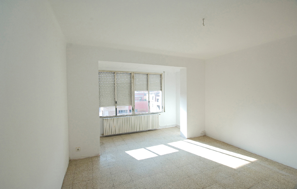 Piso en venta en Roda de Ter, Barcelona, Calle Joan Maragall, 50.000 €, 3 habitaciones, 1 baño, 87 m2