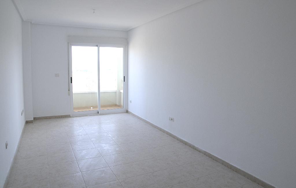 Piso en venta en Elche/elx, Alicante, Calle Armada Española, 63.000 €, 3 habitaciones, 2 baños, 90 m2