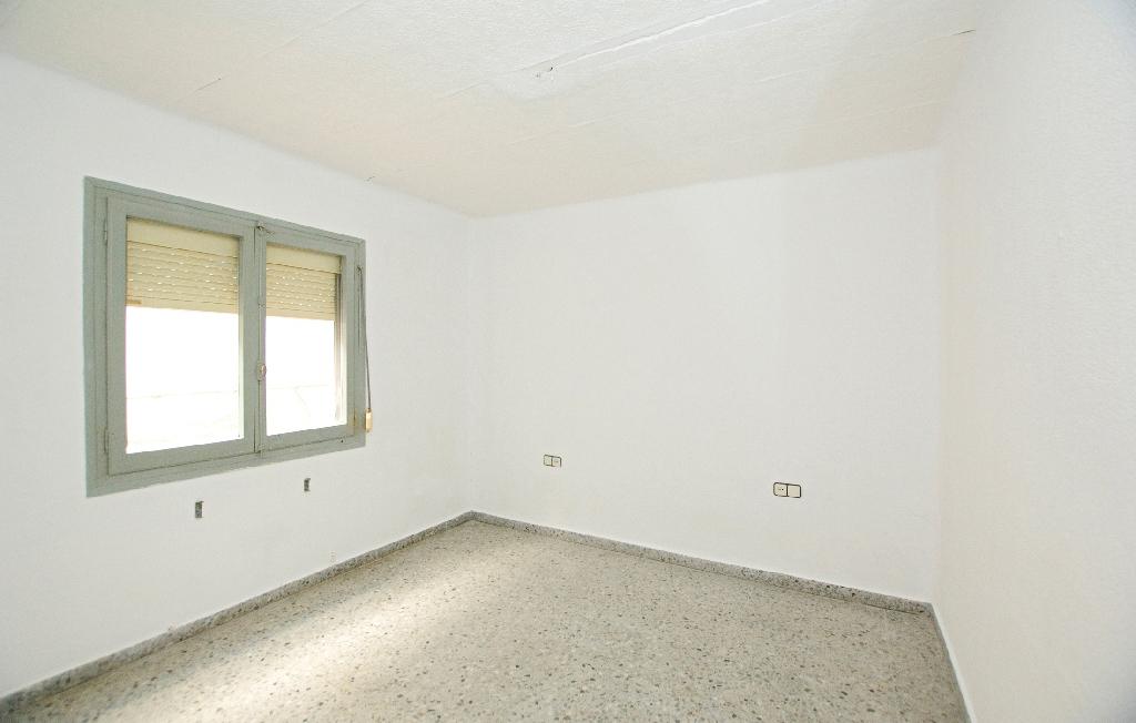 Piso en venta en Manlleu, Barcelona, Calle Bellfort, 31.500 €, 3 habitaciones, 2 baños, 85 m2