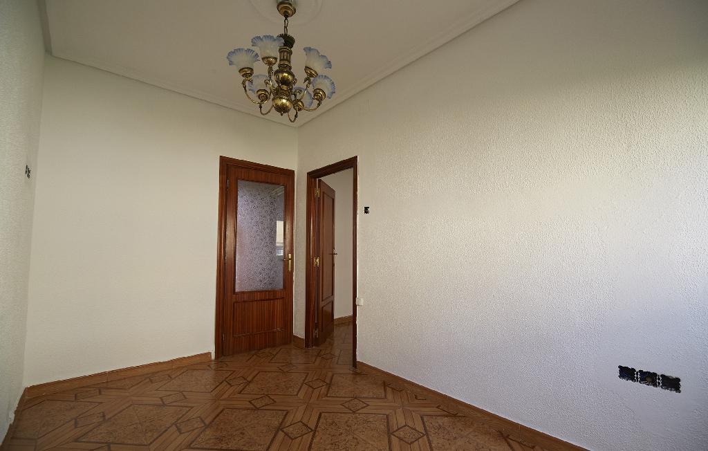 Piso en venta en Avilés, Asturias, Calle Galicia, 29.000 €, 3 habitaciones, 1 baño, 75 m2