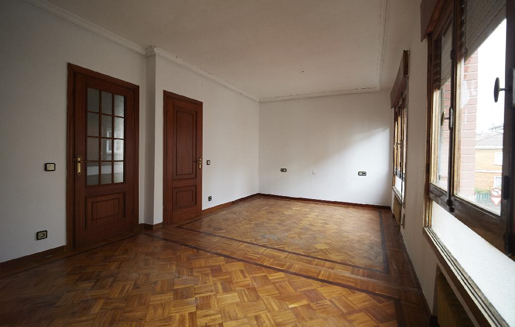 Piso en venta en Avilés, Asturias, Calle Santo Angel Villalegre, 37.500 €, 3 habitaciones, 1 baño, 80 m2