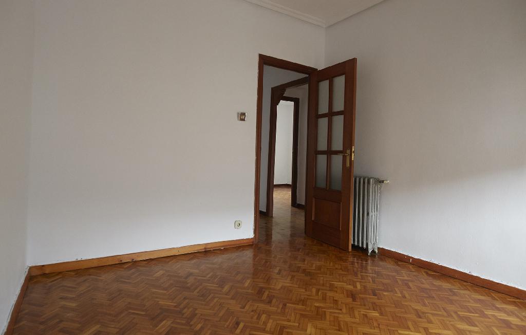 Piso en venta en Viesques, Avilés, Asturias, Calle Santo Angel Villalegre, 40.000 €, 3 habitaciones, 1 baño, 80 m2