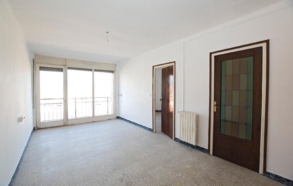 Piso en venta en Vic, Barcelona, Calle Doctor Candi Bayes, 55.500 €, 4 habitaciones, 2 baños, 83 m2