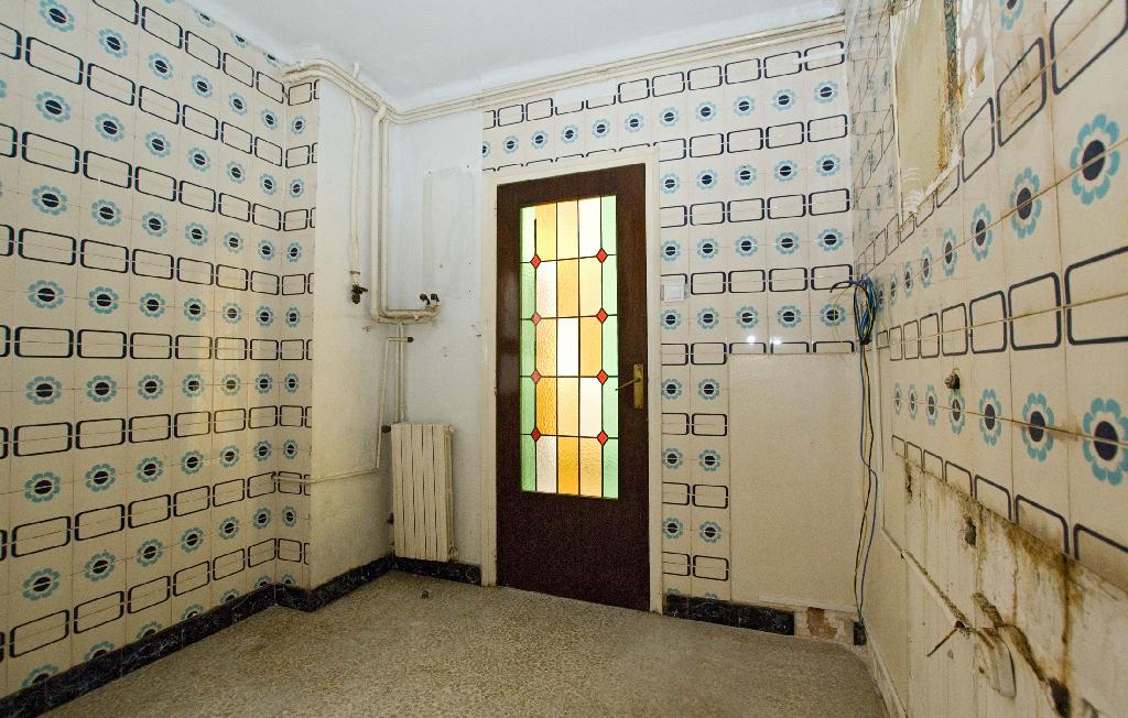 Piso en venta en Vic, Barcelona, Calle Doctor Candi Bayes, 55.500 €, 4 habitaciones, 2 baños, 82 m2