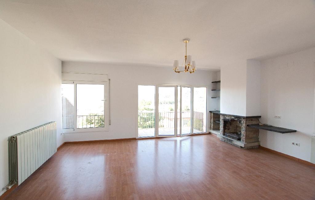 Piso en venta en Sant Hipòlit de Voltregà, Barcelona, Calle Gaudi, 72.000 €, 4 habitaciones, 2 baños, 131 m2