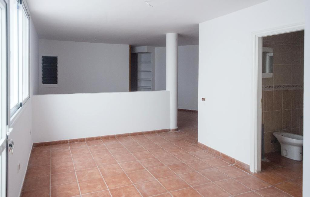 Piso en venta en El Sauzal, Santa Cruz de Tenerife, Calle Tomas Gomez Quintero, 55.000 €, 1 habitación, 1 baño, 116 m2