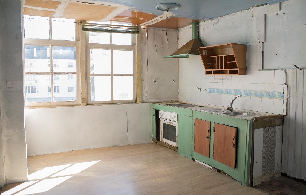 Piso en venta en Esteiro, Ferrol, A Coruña, Calle Carlos Iii, 14.000 €, 3 habitaciones, 1 baño, 82 m2