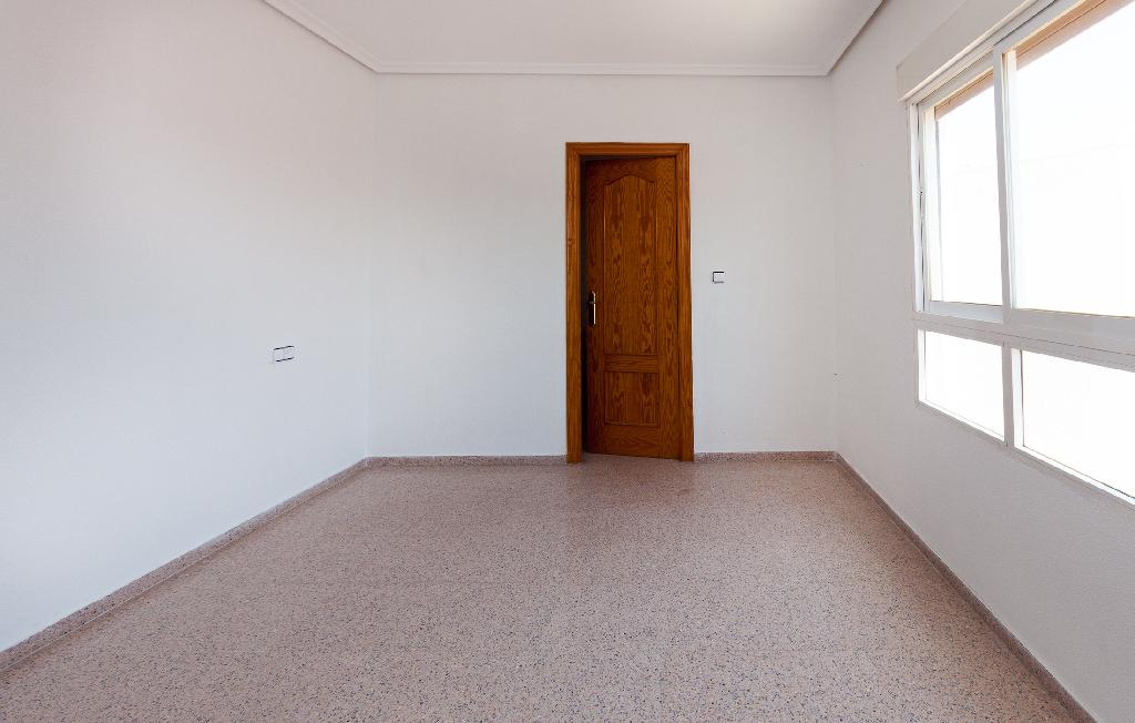 Piso en venta en Piso en Crevillent, Alicante, 57.000 €, 3 habitaciones, 1 baño, 118 m2