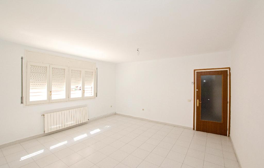 Piso en venta en Vilafranca del Penedès, Barcelona, Calle Peguera, 117.000 €, 4 habitaciones, 2 baños, 117 m2