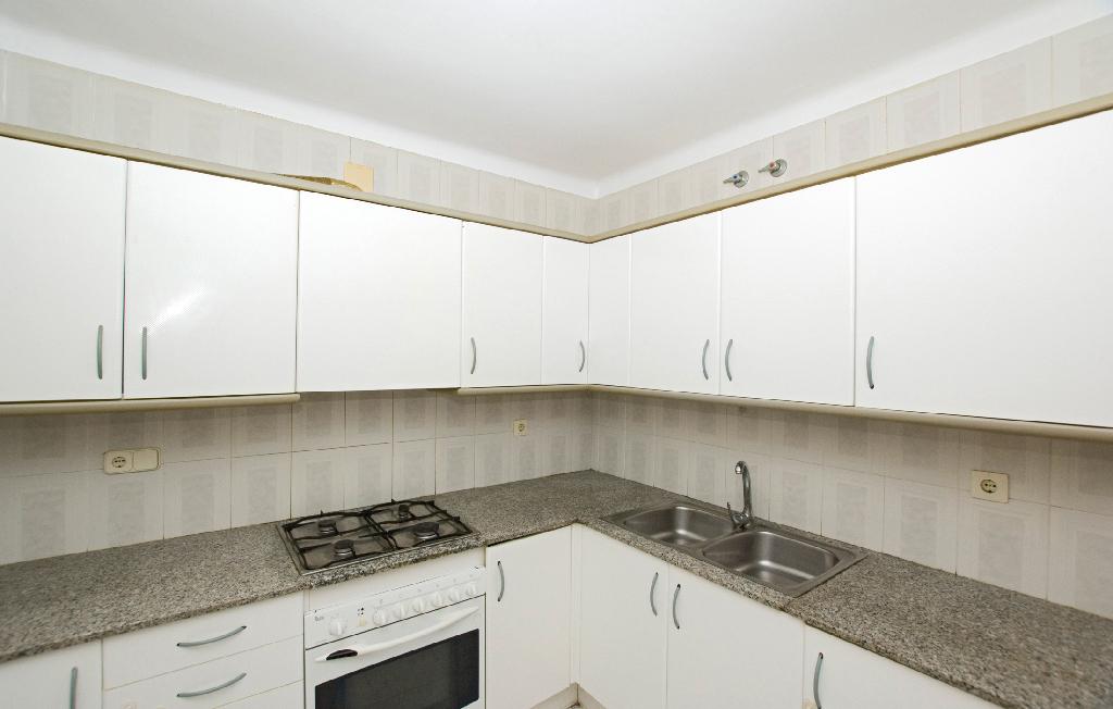Piso en venta en Cal Ràfols, Vilafranca del Penedès, Barcelona, Calle Peguera, 117.000 €, 4 habitaciones, 2 baños, 117 m2
