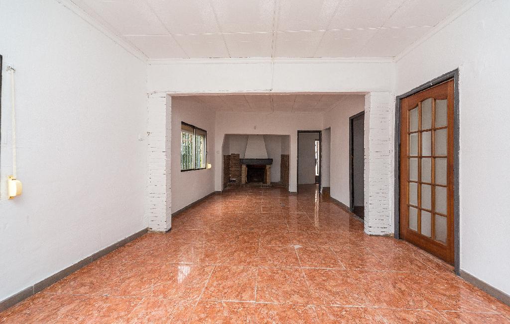 Casa en venta en Barcelona, Barcelona, Calle Palau Solita, 193.000 €, 3 habitaciones, 2 baños, 132 m2