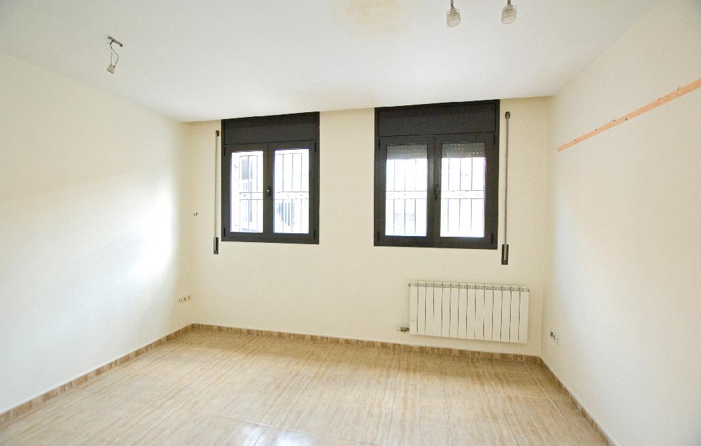 Piso en venta en Òdena, Barcelona, Calle Sant Jaume, 85.000 €, 3 habitaciones, 1 baño, 101 m2