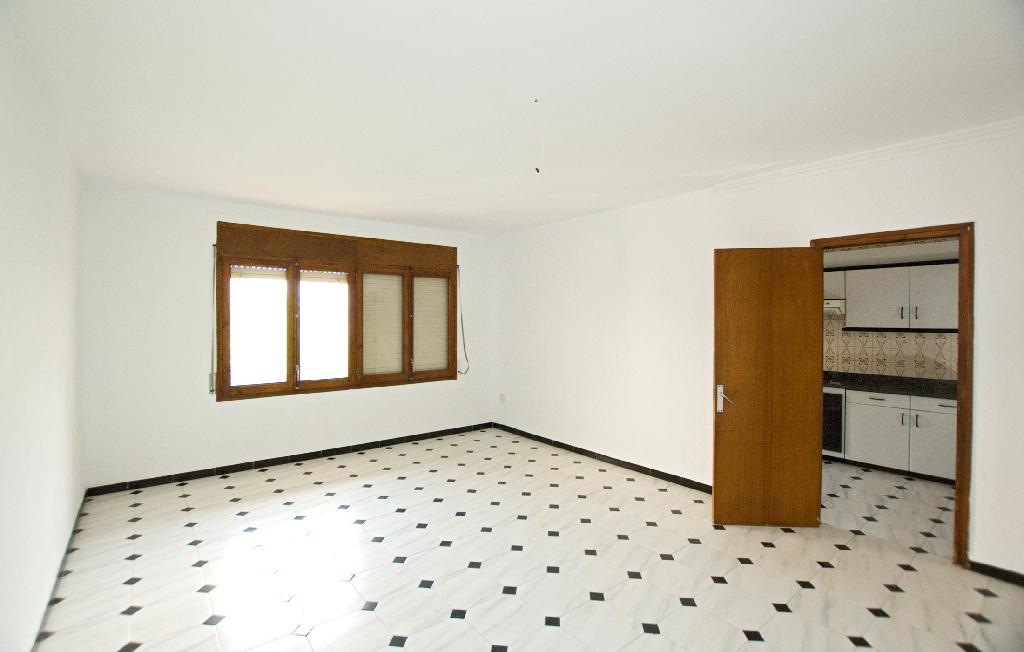 Piso en venta en Manlleu, Barcelona, Calle Segorb, 67.000 €, 4 habitaciones, 1 baño, 113 m2
