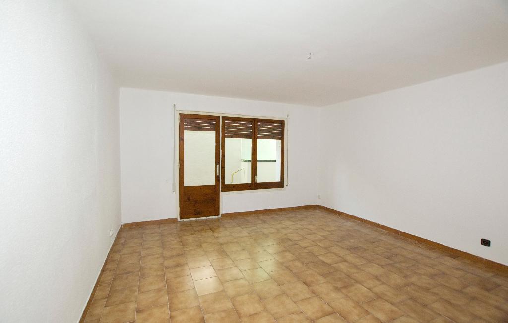 Piso en venta en Centelles, Barcelona, Calle Sant Joan, 63.000 €, 3 habitaciones, 1 baño, 92 m2