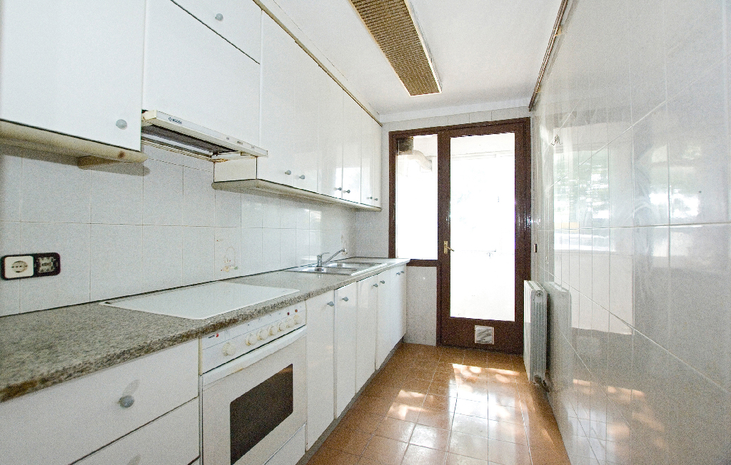 Piso en venta en Vic, Barcelona, Pasaje Torello, 55.500 €, 3 habitaciones, 1 baño, 82 m2