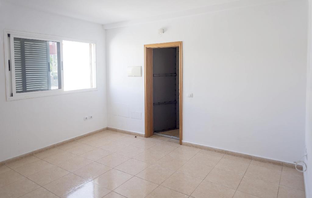 Piso en venta en Santa Cruz de Tenerife, Santa Cruz de Tenerife, Calle Verderon, 89.500 €, 3 habitaciones, 1 baño, 95 m2