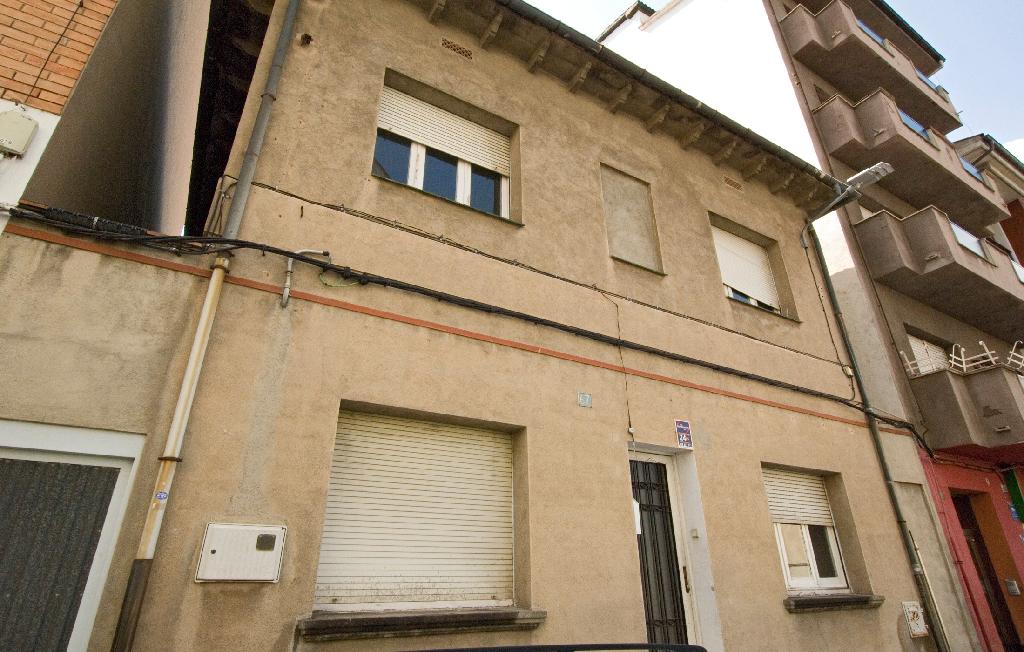 Casa en venta en Manlleu, Barcelona, Calle Montseny, 123.000 €, 7 habitaciones, 2 baños, 246 m2