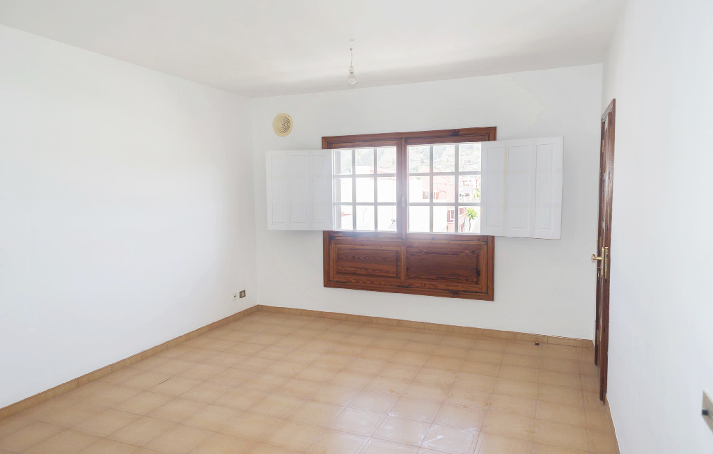 Piso en venta en San Cristobal de la Laguna, Santa Cruz de Tenerife, Avenida Lucas de Vega, 139.000 €, 4 habitaciones, 2 baños, 156 m2